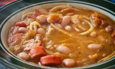 ¡Más chileno que los porotos! Chilean Recipes, Chilean Food, Kitchen Recipes, Wine Recipes, My Favorite Food, Favorite Recipes, Spanish Dishes, Spanish Food, Good Food