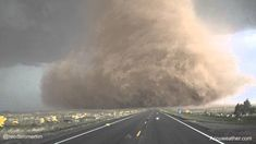 Storm chasers captured this incredible footage of a massive tornado in Colorado. Storm chasers almost never get swept up by tornadoes because the sheer weight Tornados, Thunderstorms, Natural Phenomena, Natural Disasters, Tornado Pictures, Le Colorado, Fuerza Natural, Skier, Outer Space
