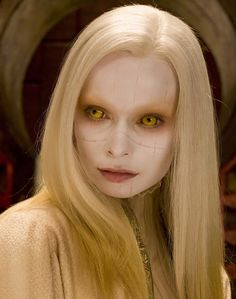 Anna Walton as Princess Nuala Fairy Fantasy Makeup, Golden Army, Long White Hair, Elven Princess, White Makeup, Cosplay Outfits, Gothic Beauty, Goth Girls, Halloween Party