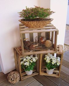 DIY Wooden Crate for Balcony Garden - Unique Balcony & Garden Decoration and Eas. - DIY Wooden Crate for Balcony Garden – Unique Balcony & Garden Decoration and Easy DIY Ideas - Wine Box Shelves, Crate Shelves, Wine Boxes, Diy Garden, Balcony Garden, Home And Garden, Garden Houses, Fruit Garden, Garden Ideas