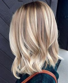 Balayage Ideas for Short Hair - Blonde Bayalage Hair Color Trends - Tips, Tricks, And Ideas for Balayage Hairstyles You Can Do At Home And For Short And Very Short Hair. DIY Balayage Hair Styles That Buttery Blonde, Creamy Blonde, Balayage Highlights, Blonde Lob Balayage, Blonde Lob Hair, Caramel Balayage, Highlights For Blonde Hair, Blonde Color, Blonde Hair Red Roots