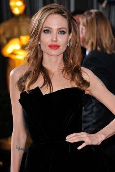 Angelina Jolie long hairstyle for square face Long Layered Haircuts, Haircuts For Long Hair, Long Hair Cuts, Short Curly Hair, Cool Haircuts, Haircut For Square Face, Square Face Hairstyles, Easy Hairstyles, Gorgeous Hairstyles