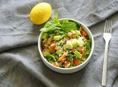ΑΠΟΤΟΞΙΝΩΤΙΚΗ ΣΑΛΑΤΑ ΜΕ ΚΙΝΟΑ Salad Bar, Guacamole, Recipies, Mexican, Meat, Chicken, Ethnic Recipes, Food, Salads