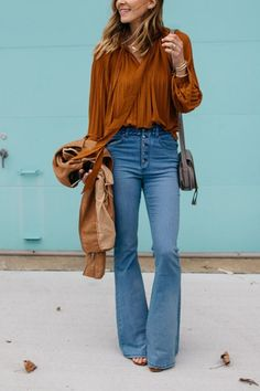 Eines Tages Lovin 'Dylan Blue High-Waisted Flare Jeans Source by meluhlig jeans outfit fall Look Jean, Denim Look, Jean Outfits, Casual Outfits, Cute Outfits, Office Outfits, Simple Fall Outfits, Summer Outfits, Autumn Jeans Outfits