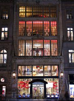 Henri Bendel windows, 5th Ave. via nj dodge, Flickr.