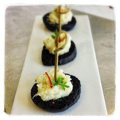 finger food: brandade di baccalà su crostino nero
