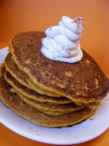 Our harvest pancakes freezer recipe features familiar fall spices and is reminiscent of those cool, crisp Saturday mornings of raking and jumping in leaves! Healthy Breakfast On The Go, Delicious Breakfast Recipes, What's For Breakfast, Breakfast Lunch Dinner, Breakfast Meals, Yummy Food, Yummy Recipes, Tasty, Freezer Cooking