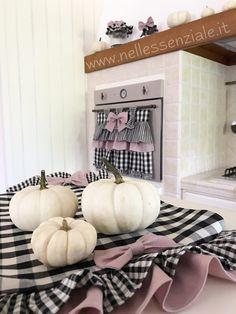 Il colore nero nell'arredamento - I colori - Nell'Essenziale Shabby, Pumpkin, Oven, Home, Dressmaking, Pumpkins, Squash