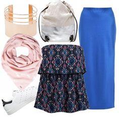 Gonna blu royal e top senza spalline per un look minimal e sportivo. Foulard in baby pink, braccialetto in oro rosa, zainetto e scarpe da tennis bianche.