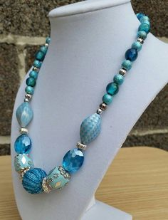 Blue chunky  glass beaded necklace made with by ILoveBeads247