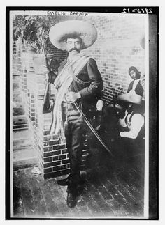 Emiliano Zapata en el Hotel Moctezuma de Cuernavaca, 1911   (Fuente: The Library Of Congress, glass negative. Autor desconocido)