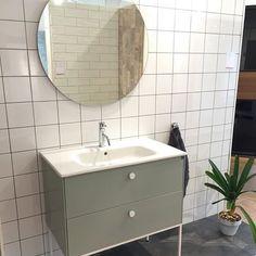 Kommod LessMore i mintgrönt och en härlig rund spegel | Ballingslöv