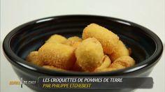 CROQUETTES DE POMMES DE TERRE (Pour 4 P : 500 g de pommes de terre, 75 g de mascarpone, 50 g d' emmental, 1 oeuf, 50 g de farine, 150 g de pommes de terre flocons, piment d'Espelette, gros sel) - On peut agrémenter l'appareil à croquettes de brunoises de chorizo, de poitrine fumée, olives noires, tomates confites etc…