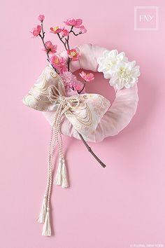 【募集】FNYC桃の節句お飾りアレンジレッスン|~東京汐留のプリザーブドフラワー&アーティフィシャルフラワー&クレイ教室『ドレスアップニューヨーク』オフィシャルブログ〜 Cherry Blossom Wedding, Boquet, Ikebana, Japanese Art, Flower Arrangements, Diy And Crafts, Floral Design, Wreaths, Flowers