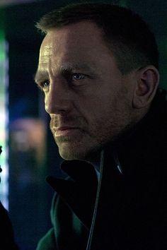 Daniel Craig is the sixth man to play Bond. He looks like someone I know! Daniel Craig Skyfall, Daniel Craig James Bond, Craig Bond, James Bond Characters, James Bond Actors, James Bond Books, James Bond Movies, Rachel Weisz, The Munsters