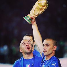8 anni fa il cielo di #Berlino si tingeva d'#azzurro... che bei ricordi, che vittoria, che #Mondiale! 8 years ago, Berlin's sky became blue... what great memories, what a win, what a #WorldCup!