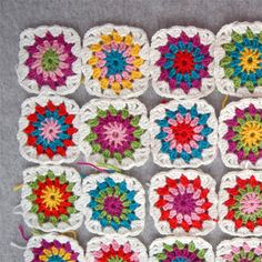 Color Combo Generator for granny squares - neat little free program to generate color combos for granny squares!