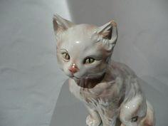Keramos Wien süsses Kätzchen von 1962                   Made in Austria Firmenaufkleber Golden Crown sowie Stempel Keramos Austria Siehe Keramos Buch a. Seite 654 von Mag. Uta M. Matschiner! Da ist diese Katze abgebildet.  Höhe ist ca. 19 cm,      Modell_Nr. 5124