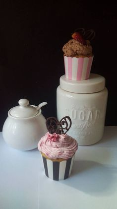Black and white.and pink :) Jar, Black And White, Pink, Home Decor, Black White, Homemade Home Decor, Blanco Y Negro, Jars, Pink Hair