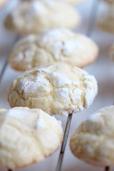 Popraskané citrónové sušenky neboli Lemon Crinkle Cookies - TASTE Actually Baking Cupcakes, Cupcake Recipes, Baking Recipes, Cookie Recipes, Lemon Crinkle Cookies, Novelty Birthday Cakes, Sweet Cooking, Croatian Recipes, How Sweet Eats