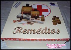 Caixa em MDF decorada para guardar remédios.