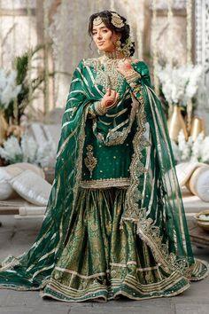 Pakistani Fashion Party Wear, Pakistani Wedding Outfits, Pakistani Dresses Casual, Indian Fashion Dresses, Pakistani Wedding Dresses, Pakistani Dress Design, Indian Designer Outfits, Pakistani Gharara, Sharara