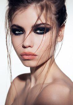 99 fabelhafte Smokey Eye Make-up-Ideen, die Sie in diesem Jahr ausprobieren soll. 99 fabulous Smokey Eye makeup ideas you should try this year Dark Eye Makeup, Hooded Eye Makeup, Eye Makeup Tips, Makeup Art, Makeup Ideas, Hooded Eyes, Skin Makeup, Grunge Eye Makeup, Makeup Designs