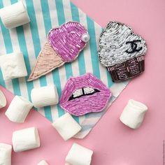 Купить Брошь ручной работы из бисера мороженое - розовый, мороженое, жемчуг, губы