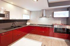 Cocina Rojo y Blanco con encimera gris