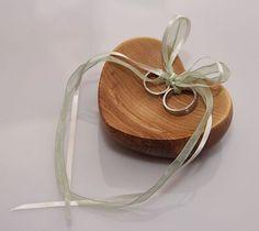 Ringschale in Herzform aus Holz, rustikale Hochzeit / romantic and rustic wedding: wooden ring plate by Holz-im-Glueck via DaWanda.com