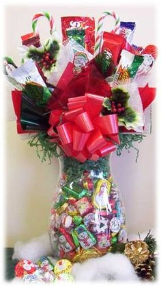 Christmas Candy Bouquet Jar @ Gourmet-Cookie-Bouquets.com Christmas Candy Gifts, Christmas Baskets, Christmas Love, Homemade Christmas, Holiday Crafts, Vintage Christmas, Christmas Ideas, Candy Bar Bouquet, Gift Bouquet