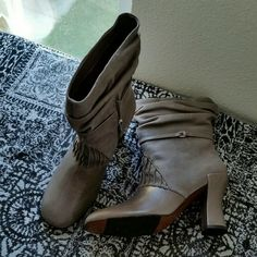 "STUNNING...... GRAY TAUPE.... LEATHER BOOTS..... GREAT CONDITION....LIKE NEW ....GORGEOUS  STUNNING ...REAL GENUINE 100% LEATHER BOOTS....YOU MUST GET THESE...REASON FOR GREAT INSTEAD OF EXCELLENT  WILL BE ... ..THEY HAVE NORMAL WEAR TO THEM....OTHERWISE EXCELLENT CONDITION. ..GUARANTEED..PLEASE READ.. ..SIZE  40...WHICH IS SIZE... 10..BUT FITS MORE LIKE SIZE 9..1/2...better in person. .. ..HEEL IS 4"" HIGH......PERFECT WITH ANY STYLE............TAKING REASONABLE OFFERS........ RAFFINI Shoes…"