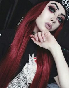 Art Tutorial and Ideas Goth Makeup, Dark Makeup, Gothic Hairstyles, Cool Hairstyles, Scene Hairstyles, Goth Beauty, Hair Beauty, Red Scene Hair, Art Tutorial