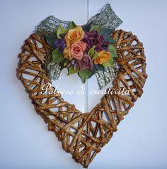 Handmade Headbands, Handmade Crafts, Diy And Crafts, Handmade Rugs, Newspaper Basket, Newspaper Crafts, Willow Weaving, Basket Weaving, Heart Decorations