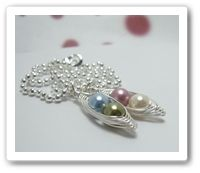 Pea Pod Necklace. Love that you can customize to have a special meaning just for you. Want!!