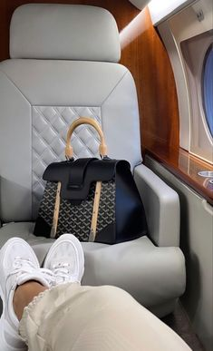 Luxury Lifestyle Fashion, Rich Lifestyle, Bougie Black Girl, Luxe Life, Rich Girl, Luxury Bags, Louis Vuitton Speedy Bag, Dream Life, Girly Things