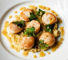 Scallops with virgin olive oil and leak vinaigrette (Gordon Ramsay)
