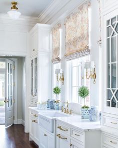 How to Make Your Kitchen Beautiful with Glass Cabinet Doors — Heather Hungeling Design Home Interior, Kitchen Interior, Interior Design, Kitchen Decor, Kitchen Ideas, Interior Livingroom, Kitchen Colors, Kitchen Designs, Luxury Interior