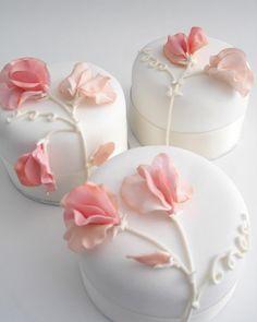 Sweet pea individual cakes