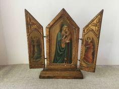 French vintage reliquary, Virgin Mary and Two Saints, Angels, Christian oratory, Altar de la boutique VintagedeFrance sur Etsy
