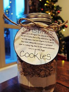 Simple and easy gift idea..cookies in a jar!