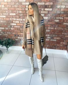 My look from a girls' lunch a couple of weeks ago ✌🏽 New Look Coats, Burberry Scarf, Cashmere Scarf, Scarf Wrap, Fur Coat, Scarves, Fashion Looks, Lunch, Couple