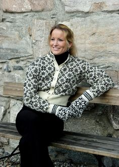 Stunning sweater for sale in Selbu Husflid museum shop Knitting Charts, Knitting Patterns, Norwegian Knitting, Creative Knitting, How To Purl Knit, Knitwear, Fair Isles, Museum Shop, Outfits
