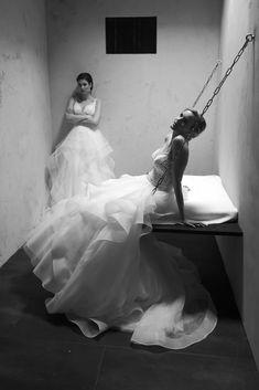 Bei unserem letzten Fotoshooting hatten wir die Möglichkeit in einem bereits aufgebauten Gefängnis Set zu fotografieren. Was sollen wir sagen, die Models waren begeistert :-) wir natürlich auch, die Fotos sind genial geworden. Behind The Scenes, Models, Wedding Dresses, Fashion, Bride Groom, Photo Shoot, Nice Asses, Templates, Bride Dresses