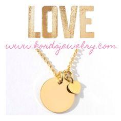 Y si grabamos los nombres de los peques??  LOVE #paramamá   Tienda online: www.kordsjewelry.com   #colgantesconmensaje #colgantesgrabados #regalosparamamá #díadelamadre #platadeleybañadaenoro #colgante #dearminilove #tegrabamosloquequieras #kords #kordsjewelry #korspirit #joyasconalma #joyaspersonalizadas #colgantespersonalizados