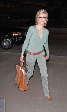 Jane Fonda Photos - Actress Jane Fonda is pictured arriving at Los Angeles International Airport (LAX) - Jane Fonda Photos - 3231 of 3996 Jane Fonda Hairstyles, Funky Short Hair, Peinados Pin Up, Ralph Lauren, Advanced Style, Lady Grey, Fashion Over 40, Older Women, Leather And Lace