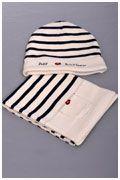 Classique bonnet en laine, tricoté en 50% laine et 50% acrylique, pour mettre au chaud les petites têtes de vos chérubins.