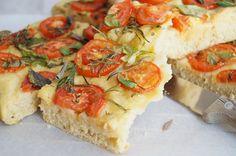 KNUSPERKABINETT: Focaccia mit Tomaten und Kräutern