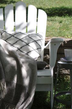 Adirondack, däckstol vit, grå pläd, kudde