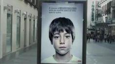 Een opvallende campagne tegen kindermishandeling in Spanje.  Posters, met een geheime tekst en telefoonnummer, alleen voor kinderen te zien.
